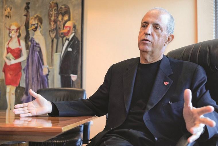Joe Berardo tem empresas que operam em vários setores, como os vinhos e a restauração, e é administrador em muitas delas