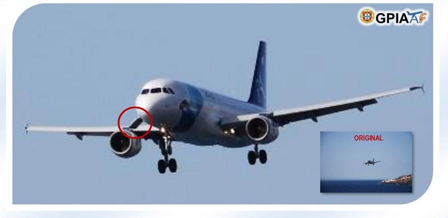 Avião fotografado durante a aterragem de emergência já com a porta do porão aberta