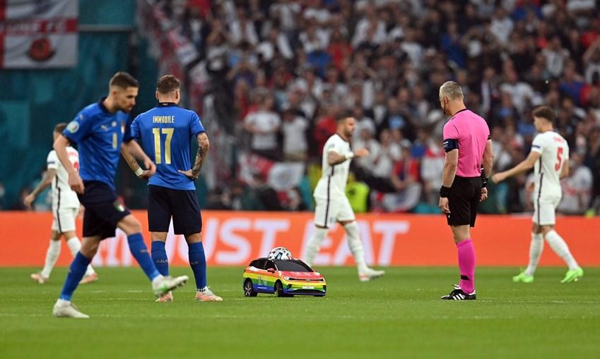 Chegada da bola para a final do Euro 2020