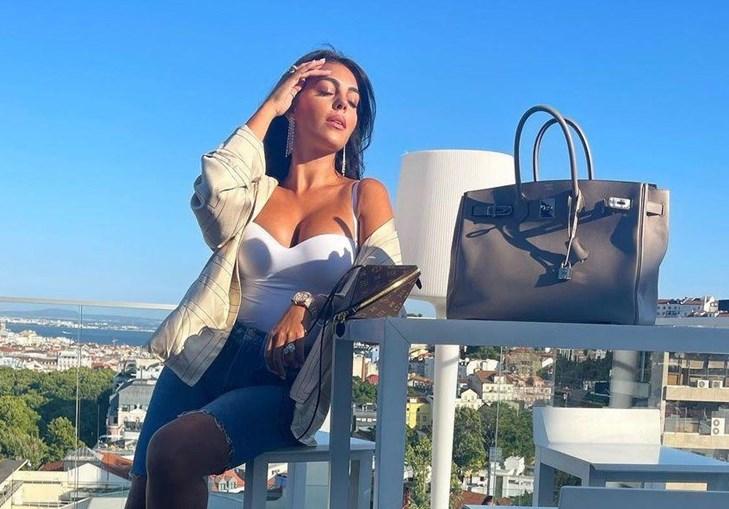 Georgina Rodríguez em pose sensual