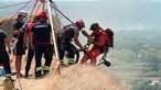 Abelha faz ciclista cair 50 metros em falésia na Costa da Caparica