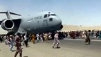 """""""800 pessoas no avião? F****"""": controlador aéreo não queria acreditar no que o piloto de aeronave em Cabul lhe comunicava"""