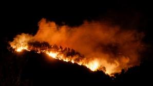 Incêndios devastam sul da Europa e obrigam à retirada de moradores e turistas
