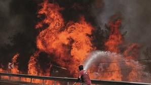 Incêndios devastam estâncias turísticas na Turquia