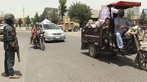 Talibãs tentam tomar capitais de distrito no Afeganistão