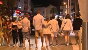 Restaurantes e bares cheios em Vilamoura no primeiro dia de horário alargado