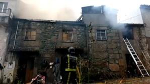 Idoso ferido em incêndio que consumiu casa em Viseu