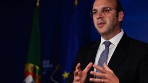 """Ministro da Economia assume que pandemia alertou para necessidade de gerir """"turismo em excesso"""""""