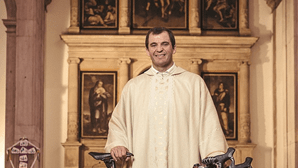 """""""Gajas que conheci não tiraram vocação"""": Cardeal-patriarca chama padre à razão"""