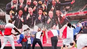 Judocas franceses que conquistaram ouro em Tóquio recebidos em festa em Paris