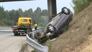 Homem morre em despiste de carro seguido de capotamento na A1 em Aveiro