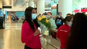 Patrícia Mamona recebida com aplausos no Aeroporto de Lisboa