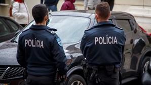 Homem rouba carro a idosa, assalta café no Porto e acaba detido pela PSP