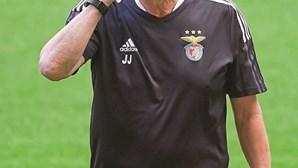 """Jorge Jesus no final do jogo do Benfica: """"Parte da vitória é para Vieira"""""""