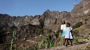 """Pais e professores cabo-verdianos querem """"tirar a máscara"""" durante novo ano letivo"""