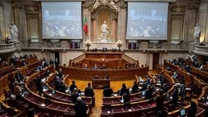 """PS alerta que votar contra OE2022 """"significa que o salário mínimo não aumenta 40 euros este ano"""""""