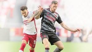 Eliminação do Benfica na Champions rende milhões aos dois rivais