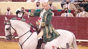 António Ribeiro Telles em coma após ter sofrido uma grave colhida durante uma corrida de touros