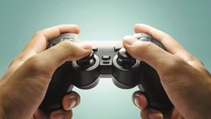 """China proíbe menores de jogar mais de três horas por semana para evitar que as crianças """"fiquem viciadas"""""""