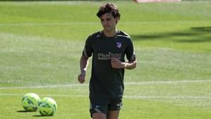 Barcelona tenta contratar João Félix por empréstimo no último dia de mercado