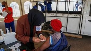 Só uma em sete infeções de Covid-19 é detetada em África