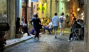 Convívio no Bairro Alto, em Lisboa
