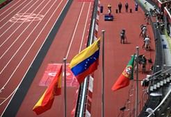Bandeira portuguesa hasteada no Estádio Olímpico