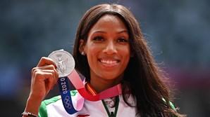 Patrícia Mamona com a medalha de prata