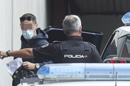 Polícia deteve os quatro portugueses após denúncia realizada pelas duas jovens, de 22 e 23 anos, que alegaram terem sido violadas em grupo