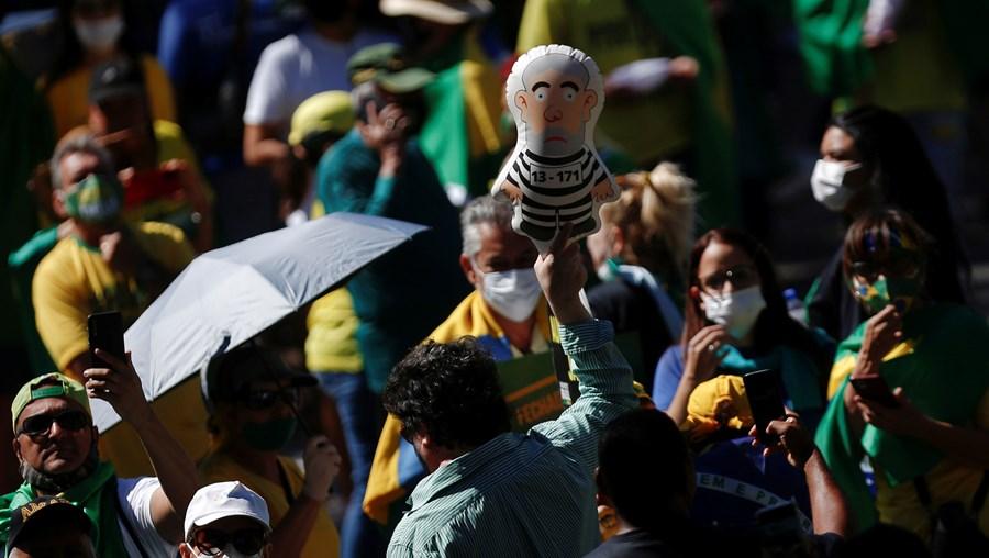 Manifestantes pró-Bolsonaro pedem mudança no sistema de voto