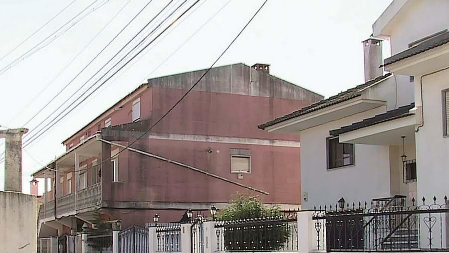 Crime ocorreu em barracão, em Agualva