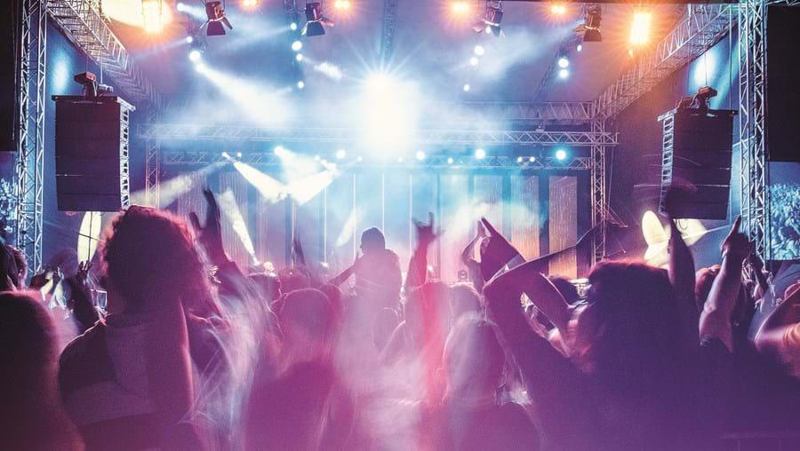 Espaços de diversão noturna podem funcionar com as mesmas regras da restauração, mas sem pista de dança