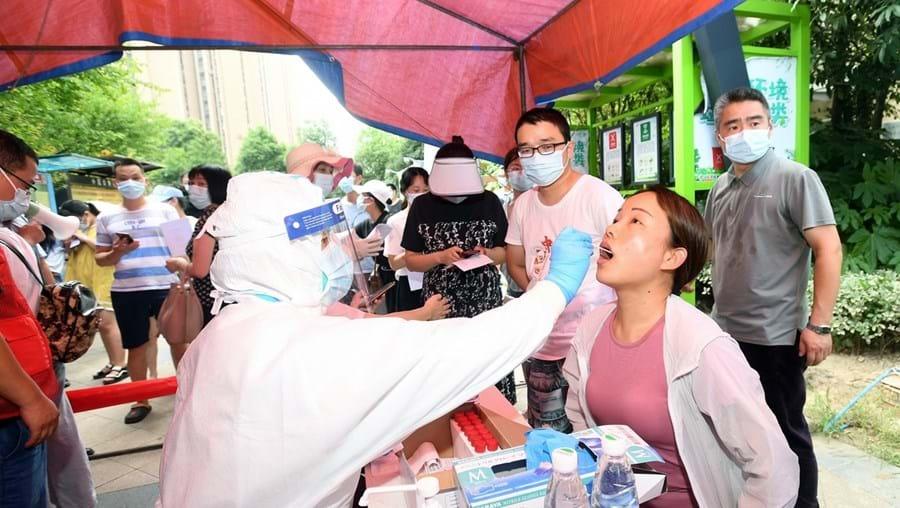 Testes de Covid-19 na cidade de Wuhan, na China