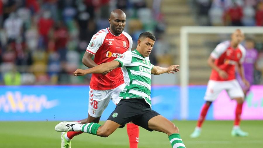Matheus Nunes em ação no decorrer do jogo com o Sp. Braga (Supertaça), no passado sábado