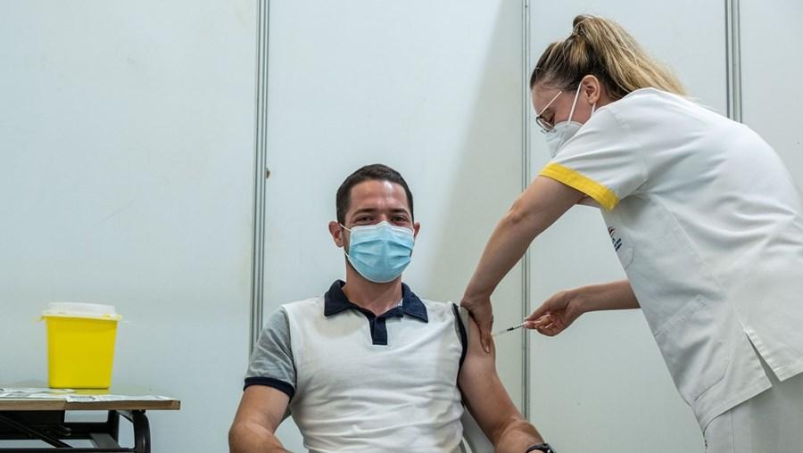 Portugal recebe um milhão de vacinas da Covid-19 esta semana