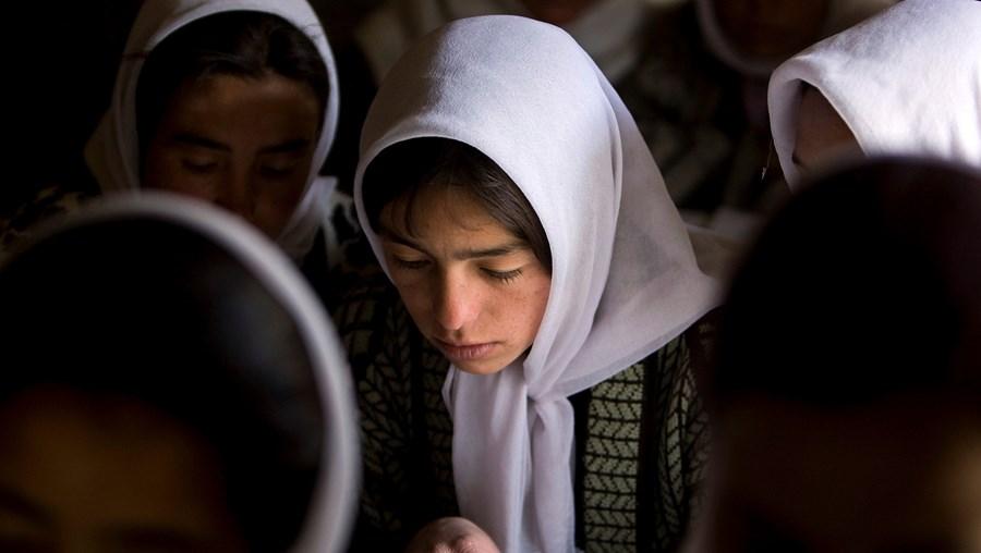 Jovens afegãs
