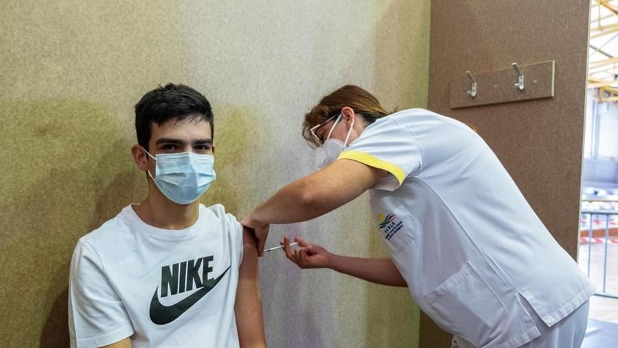 Vacinação de jovens contra a Covid-19