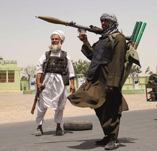 Antigos 'mujahideen' voltaram a pegar em armas para tentar travar o avanço dos talibãs