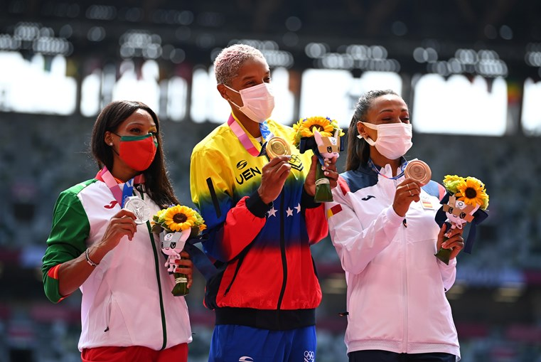 Patrícia Mamona, no pódio dos Jogos Olímpicos