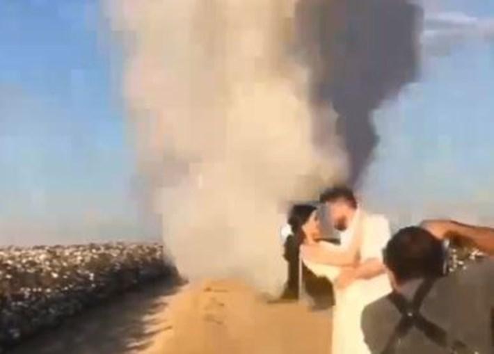 Avião descarrega 900 litros de água para criar arco-íris em fotos de casamento