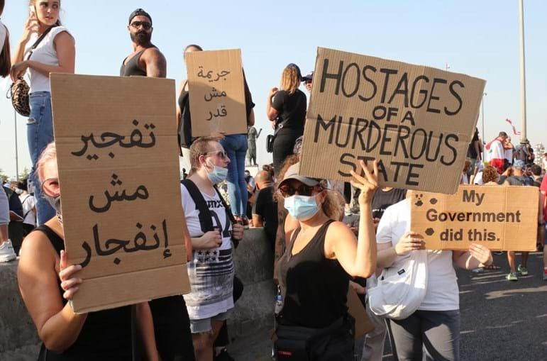 Manifestantes assinalavam o primeiro aniversário da explosão do porto de Beirute