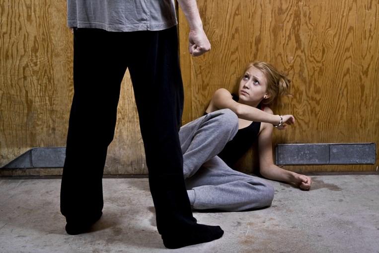 Mulher foi alvo de vários episódios de violência durante os quatro meses em que viveu junta com o agressor