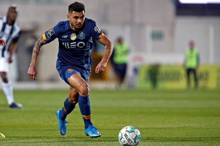 Corona desfalca FC Porto