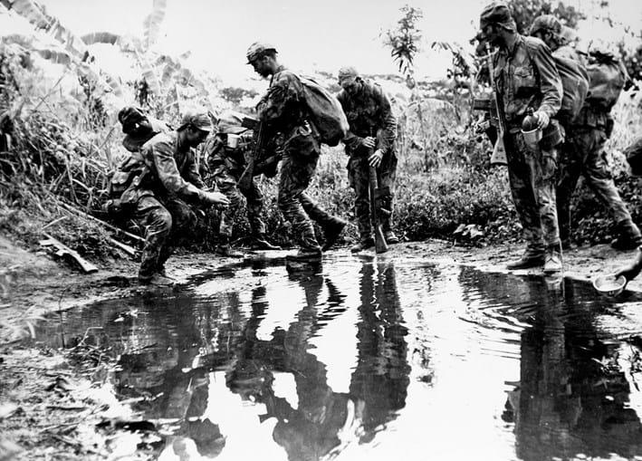 Comandos portugueses em ação no mato africano: as tropas especiais desempenharam um papel fundamental na guerra
