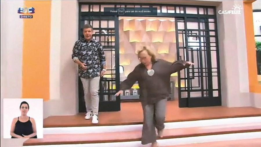 Graça Freitas sofre queda em direto, no programa 'Casa Feliz' da SIC