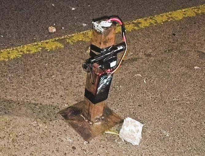 Criminosos deixaram bombas nas ruas. A explosão de uma delas feriu gravemente um jovem de 25 anos