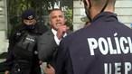 Juiz negacionista ameaça polícias antes de audição