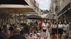 Portugal tira máscara na rua ao fim de 318 dias