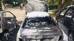 Quatro carros destruídos em incêndio em Alvalade. Veja as imagens