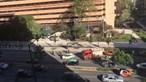 Buraco de grandes dimensões na Avenida Fontes Pereira de Melo em Lisboa